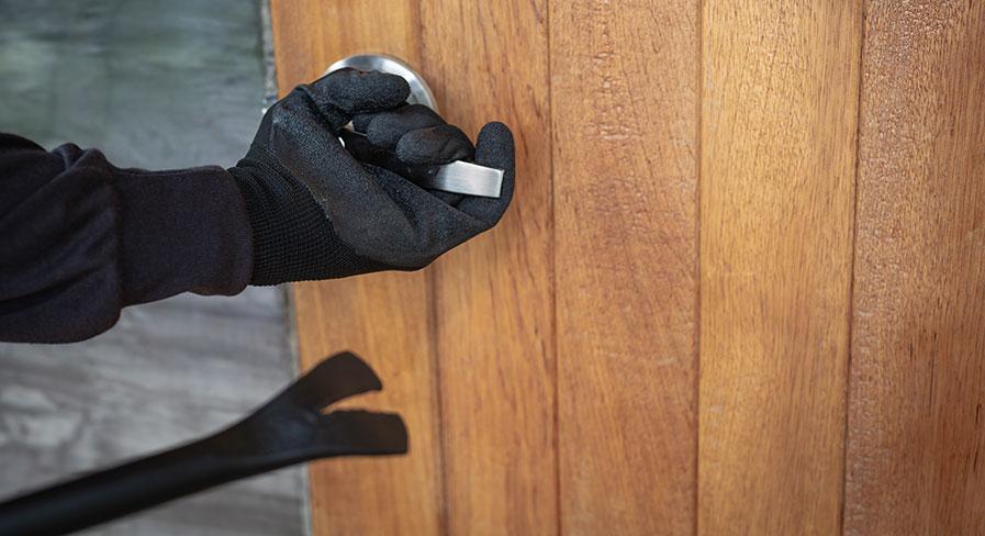Investera i ett hemlarm och säkra ditt hem från inbrott